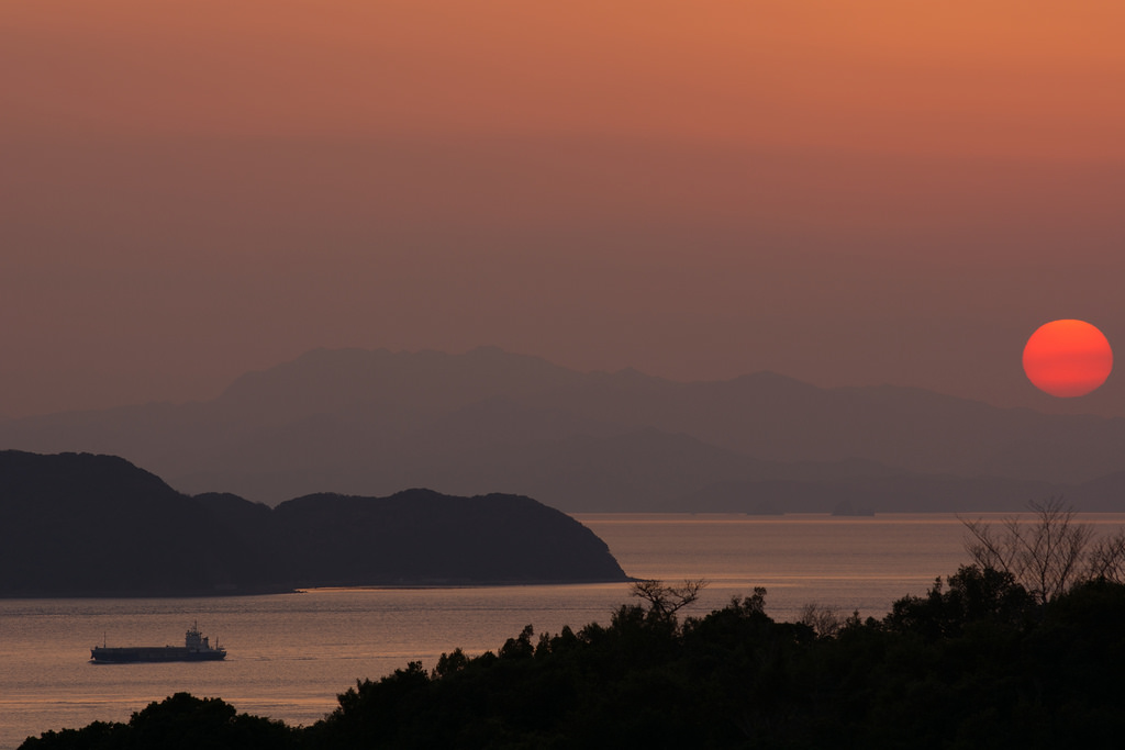 夕日と鳴門海峡